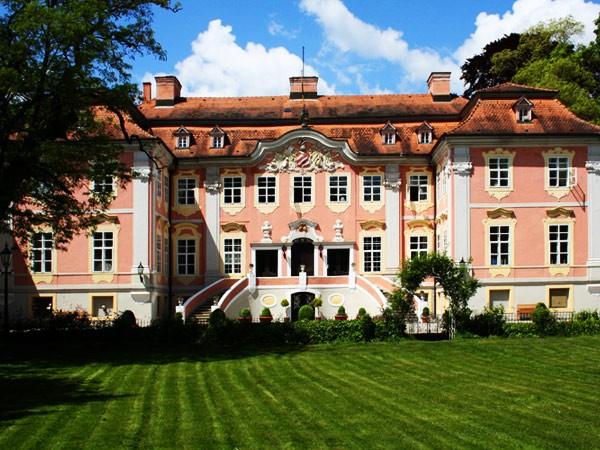 rokokoschloss in m ckm hl heilbronn mieten eventlocation und hochzeitslocation location. Black Bedroom Furniture Sets. Home Design Ideas