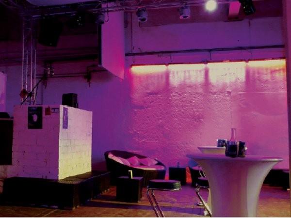 das bett in frankfurt am main mieten eventlocation und hochzeitslocation location. Black Bedroom Furniture Sets. Home Design Ideas