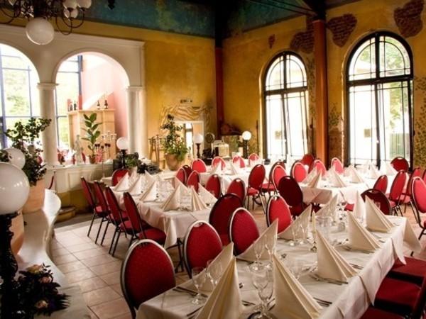 festsaal in mediterranem restaurant in berlin mieten eventlocation und hochzeitslocation. Black Bedroom Furniture Sets. Home Design Ideas
