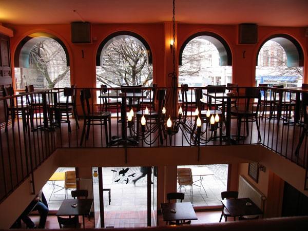 modernes caf und restaurant im zentrum in k ln mieten eventlocation und hochzeitslocation. Black Bedroom Furniture Sets. Home Design Ideas