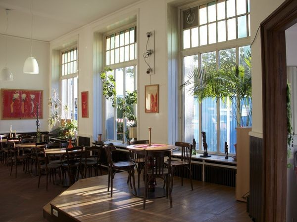 charmantes caf in sankt pauli in hamburg mieten. Black Bedroom Furniture Sets. Home Design Ideas