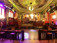 Location: Club mit nostalgischem Ambiente