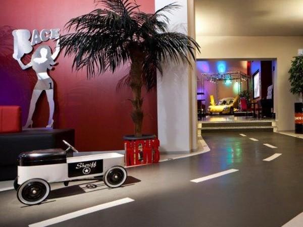 design location mit motorsportflair in berlin mieten eventlocation und hochzeitslocation. Black Bedroom Furniture Sets. Home Design Ideas