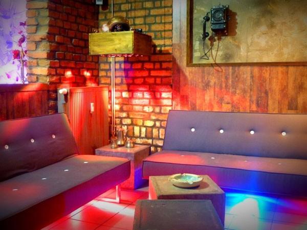 au ergew hnliche bar und lounge in leipzig mieten eventlocation und hochzeitslocation. Black Bedroom Furniture Sets. Home Design Ideas