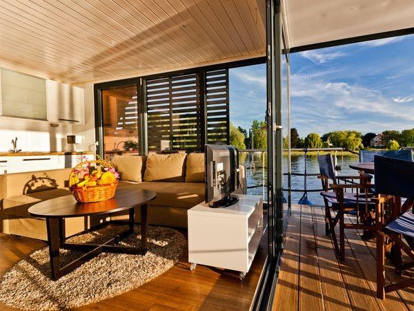 flo im lounge stil in berlin mieten eventlocation und hochzeitslocation location. Black Bedroom Furniture Sets. Home Design Ideas