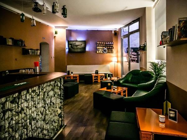 gem tliche bar in friedrichshain in berlin mieten eventlocation und hochzeitslocation. Black Bedroom Furniture Sets. Home Design Ideas