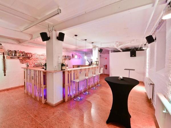 schicker eventkeller mit cocktailkursen in frankfurt mieten eventlocation und. Black Bedroom Furniture Sets. Home Design Ideas