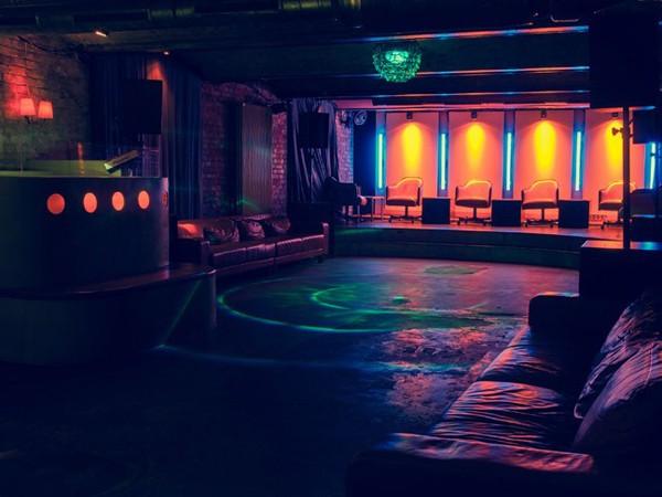 Wohnzimmer Bar Berlin Offnungszeiten Mieten Club Im Kellergewlbe In