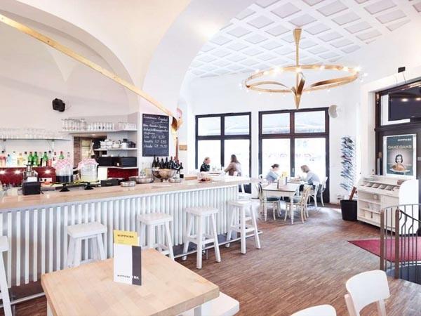 Restaurant mit südländisch sommerlichem Flair in Köln mieten