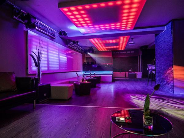 Location: Stilvoller Club Mit Restaurant In Der City