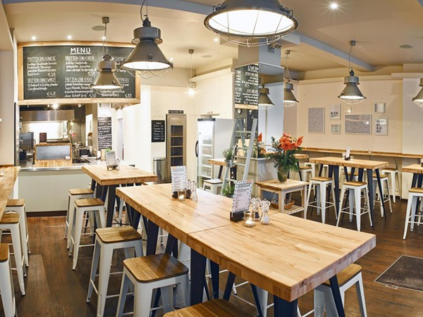 stylisches fritten restaurant in hamburg mieten eventlocation und hochzeitslocation location. Black Bedroom Furniture Sets. Home Design Ideas