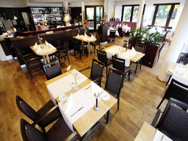 schickes restaurant am rhein in bonn mieten eventlocation und hochzeitslocation location. Black Bedroom Furniture Sets. Home Design Ideas